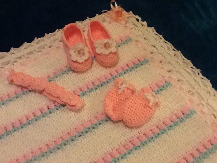 Blanket, ballerinas, mittens and headband