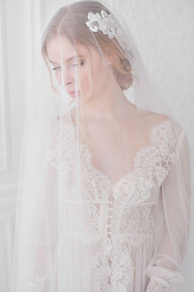 Boudoir session with veil | Ekaterina Golovacheva | see more on: http://burnettsboards.com/2015/08/brides-morning/