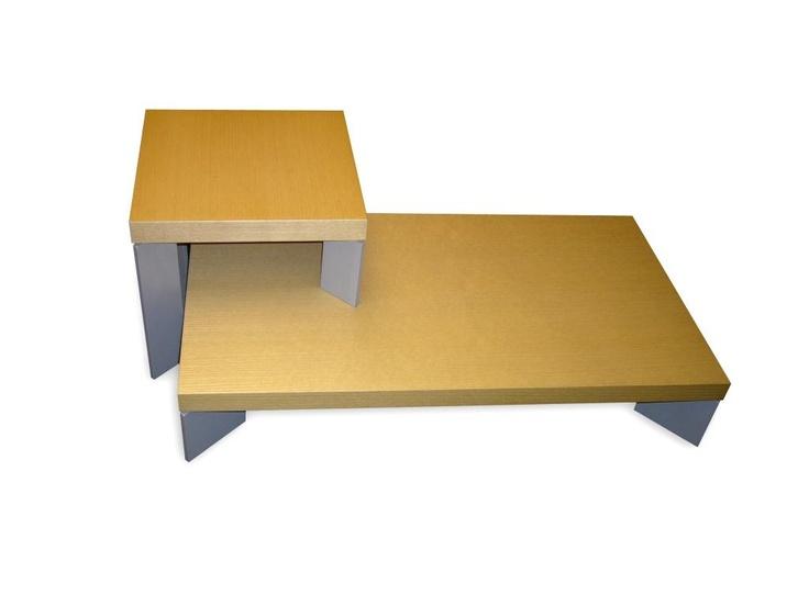 Mesitas de centro en madera y metal. Sus medidas son 90 de largo x 50 cms. de ancho.