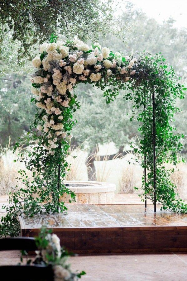 Floral ceremony arch | Image by Jennifer Lindberg Weddings
