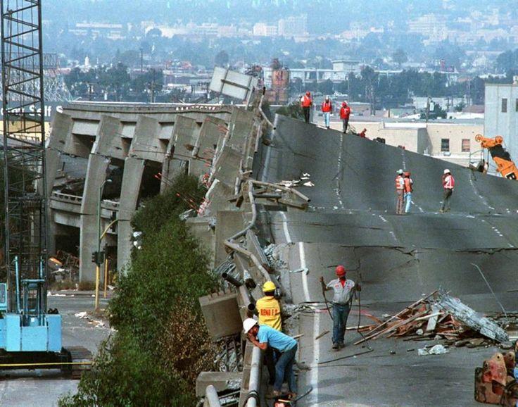 Cypress collapse after 1989 Loma Prieta quake, San Francisco