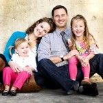 Great tips for what to wear in your family photo shoot.  It is so important to think about this before your pictures.