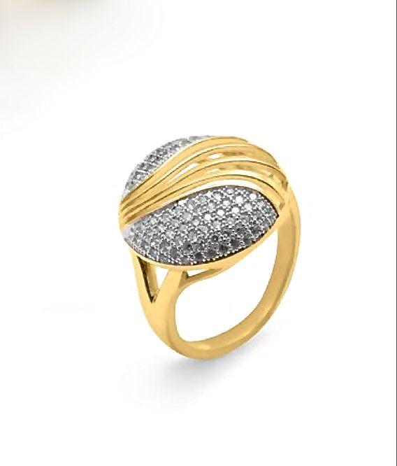 Diseño cuidado, delicadeza en las formas y una imagen espectacular definen a este #anillo de #plata bañado en #oro.