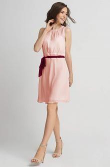 Zwiewna sukienka z paskiem