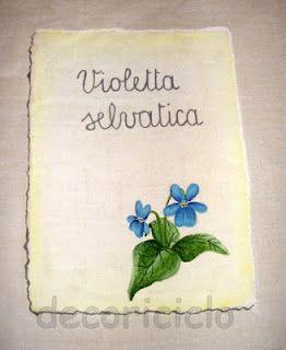 """pergamena con violetta selvatica, particolare della tovaglia """"Erbario"""""""