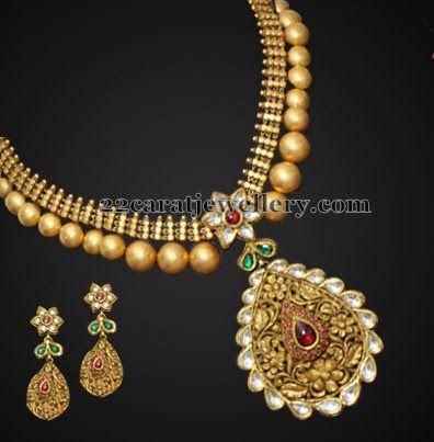 Jewellery Designs: Simple Kundan Set with Balls