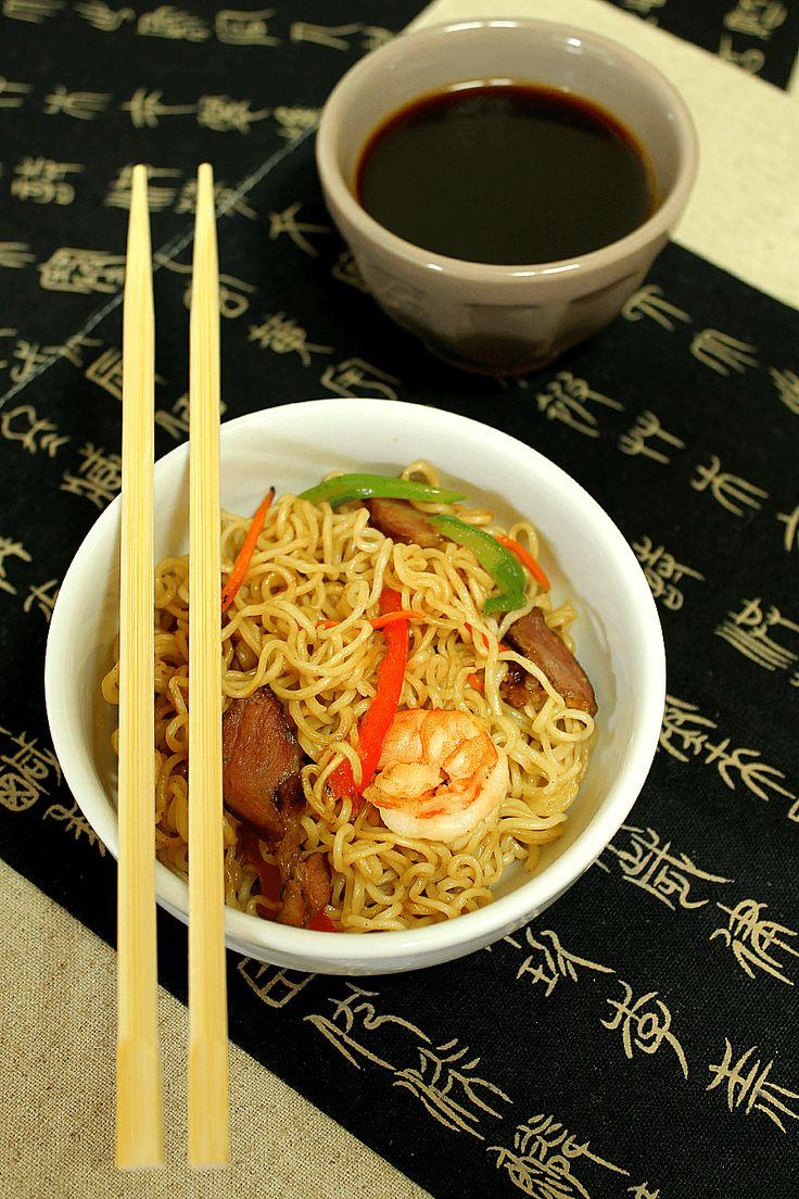 Salsa Yakisoba - Estos fideos acompañados de distintas carnes, gambas, y hortalizas hechas en un wok o sartén, son un plato realmente delicioso, pero eso sí, así como pasa con muchos otros platos, lo que le da el toque de gracia final es la salsa con la que se mezclan todos sus ingredientes. Y esa es la Salsa Yakisoba...!