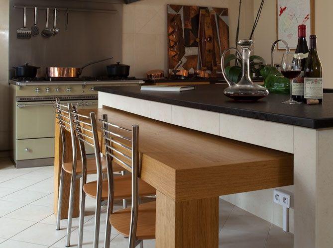 Cuisine en îlot / An island in your kitchen : http://www.maison-deco.com/cuisine/deco-cuisine/Cuisines-en-ilot-elles-jouent-les-stars