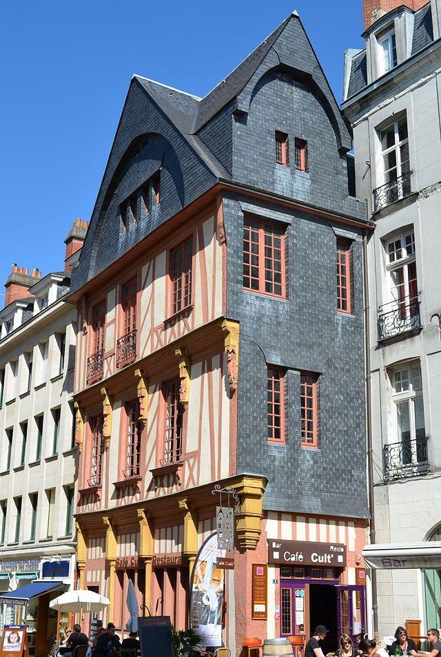 Nantes - La maison des Apothicaires, place du Change.