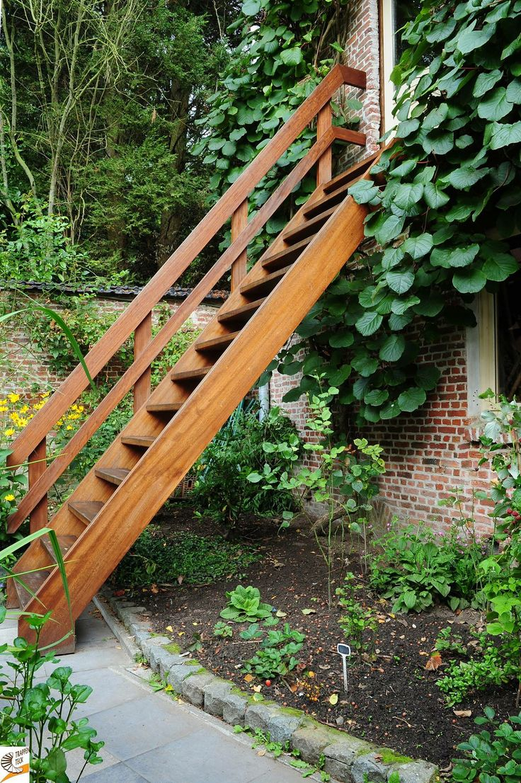 Houten trap voor buiten trappen teck for Buitentrap te koop