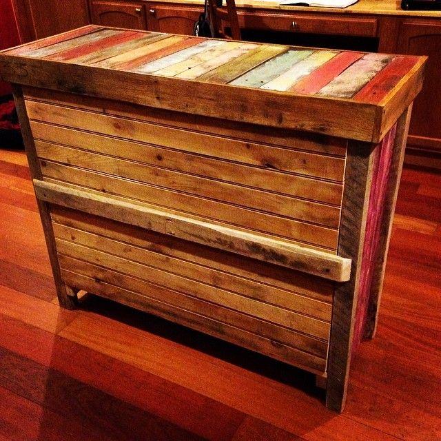 Mostrador de madera reciclada mostradores pinterest for Bar con madera reciclada