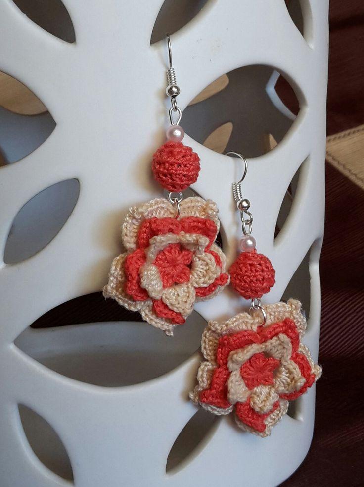 Orecchini a fiore uncinetto color corallo e ecru di CrochetTattingByAle su Etsy