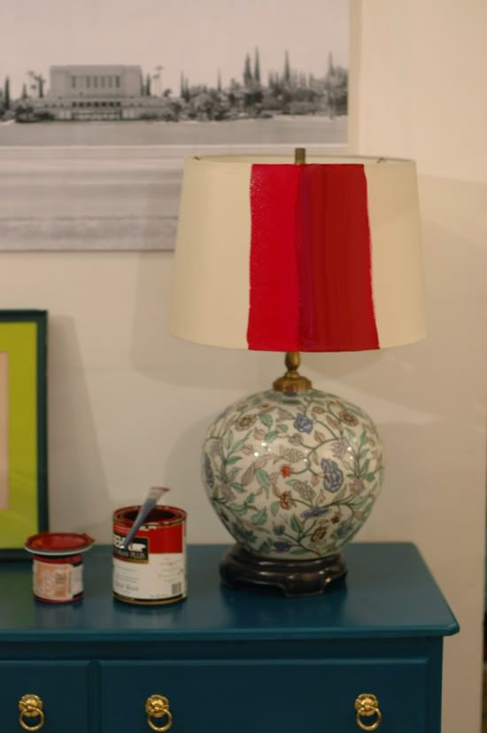 Little Green Notebook: Lamp Shade Switcharoo...tutorial on painting lamp shade.