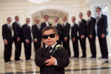Cute groomsmen photo idea. #GroomsmanPhotography #WeddingInspiration