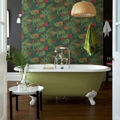 Green free standing bath: Patterned wallpaper