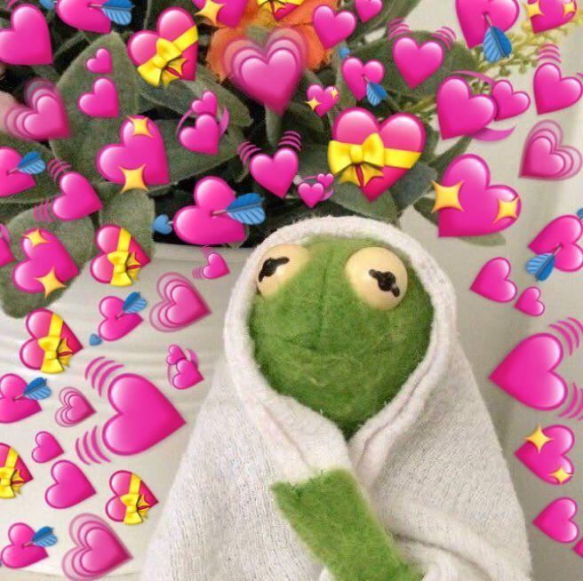Pin By Harmonie Seavey On Coracoes Cute Love Memes Frog Wallpaper Cute Memes