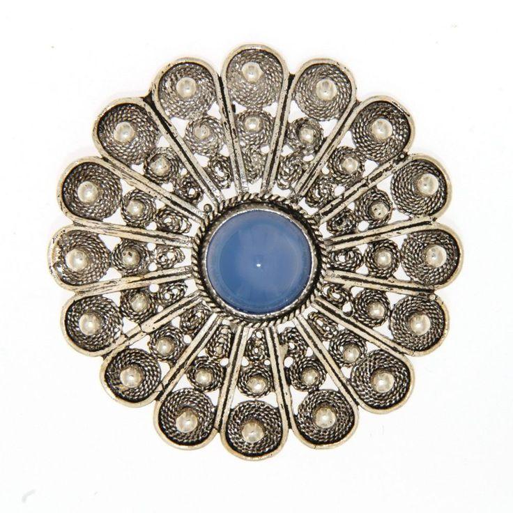 Ciondolo mezzo bottone sardo in filigrana con agata blu