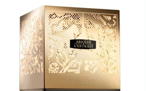 Lancôme is launching, in collaboration with French engraver and jewelry maker Arthus-Bertrand, a special edition of Absolue L'Extrait.