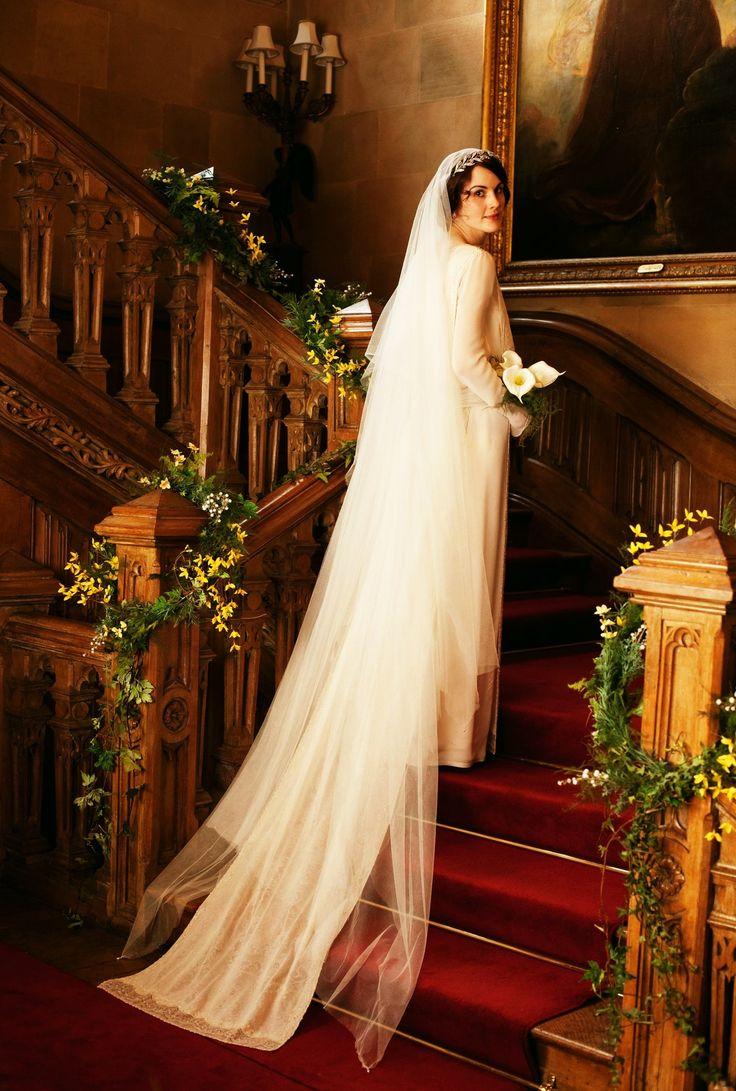 Leslie knope wedding dress   best Series images on Pinterest  People Literature and Livros