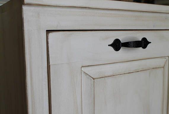 Madera inclinación hacia fuera de la caja de basura bote de basura - basurero - de madera - mueble para ocultar la basura - basura de cocina - punta fuera basura puede - cocina lavadero o cuarto de baño.  Estoy tan emocionada haber agregado este nuevo artículo a mi línea de productos. He tenido tantas solicitudes de estos para que coincida con mi precioso vegetal Bins y cajas pan. (revisa mis otros anuncios) ¡Qué gran manera de ocultar tu bote de basura desagradables así como espacio útil en…