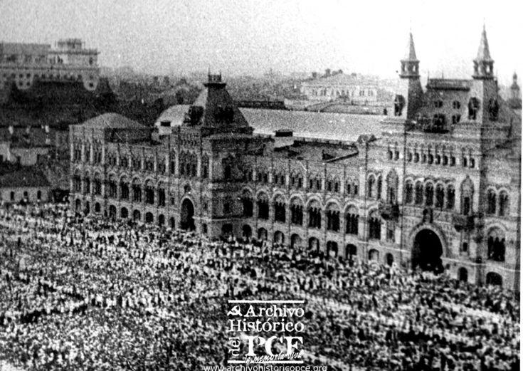 Plaza Roja de Moscú, acto de solidaridad con el pueblo español durante la Guerra Civil