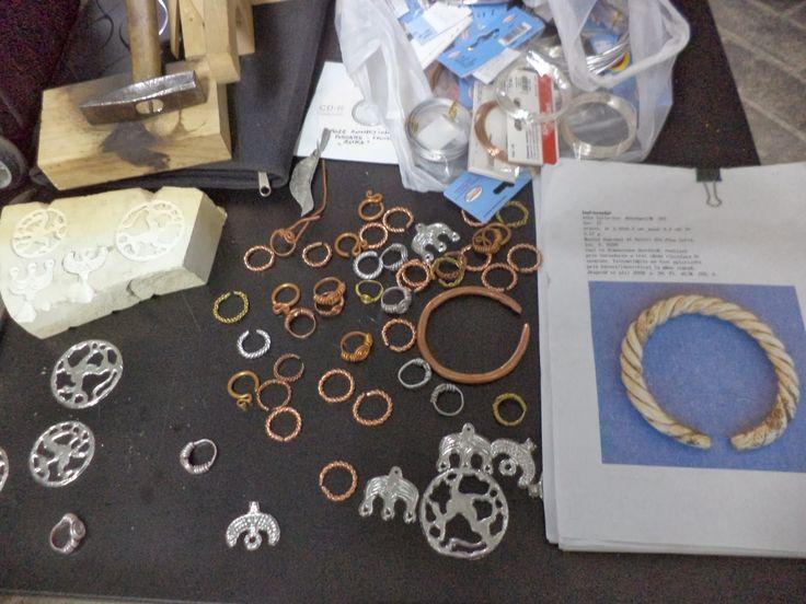 Podoabe de ieri, de azi, de mâine: IERI. Bijuterii medievale, recontituite prin utilizarea materialelor şi tehnicilor specifice perioadei - atelier 1