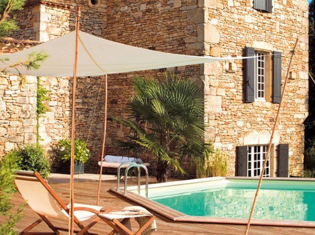 voile d'ombrage pour décorer abords de la piscine