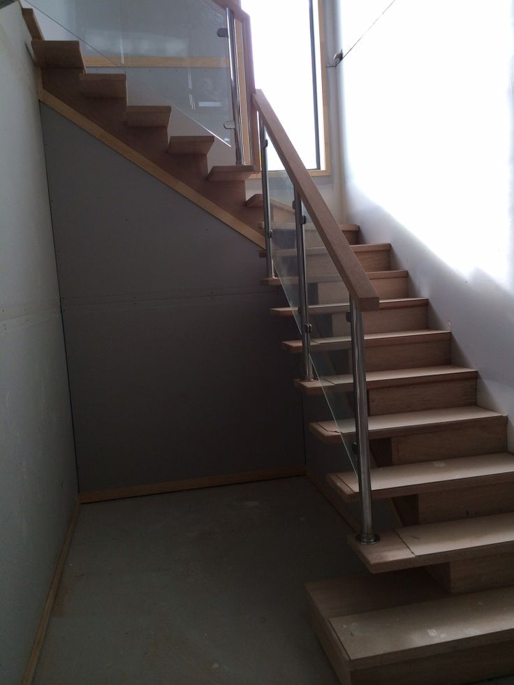 Handrails on stairs