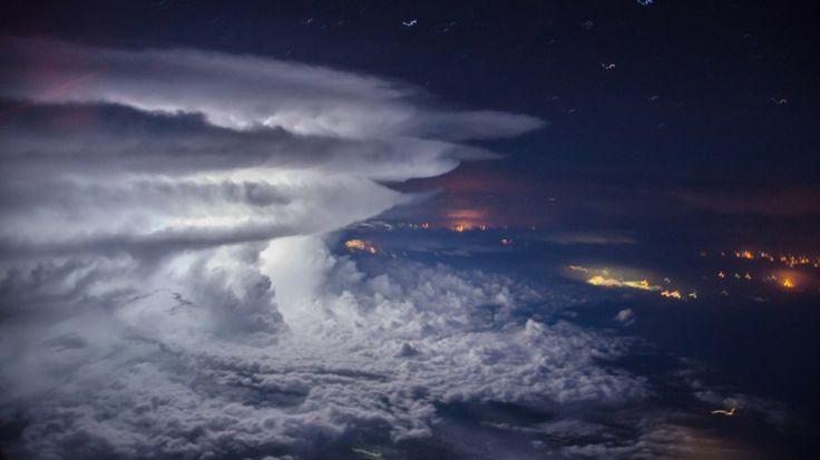 cumuloniumbus de tormenta en la costa de venezuela