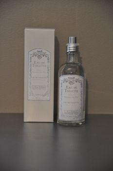 Eau de toilette Le Père Pelletier qui parfumera délicatement votre peau. Huit parfums sont proposés : Poudre de riz, rose ancienne, lavande ambrée, sous le figuier, fleur d'oranger, feuille de thé, patchouli et coeur de pivoine. Contenu 100 Ml signée Le Père PelletierProduit naturel sans paraben.Les senteurs Le Père Pelletier sont fabriquées manuellement et en France, pour des parfums de qualité.
