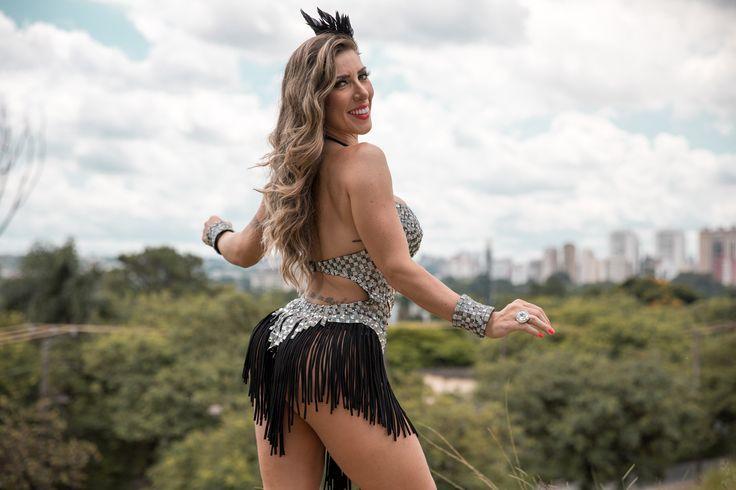 Musas nas alturas: Tati Minerato, rainha da Gaviões da Fiel; FOTOS | São Paulo / Carnaval / Carnaval 2017 em São Paulo | G1