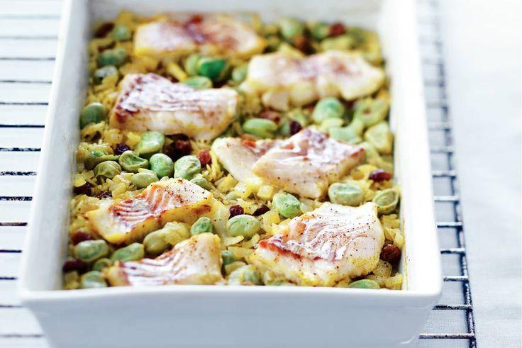 Kerrierijst mat kabeljauw en tuinbonen. Nog toevoegen aan rijst: safraan, geraspte wortel en eventueel wat bruine linzen