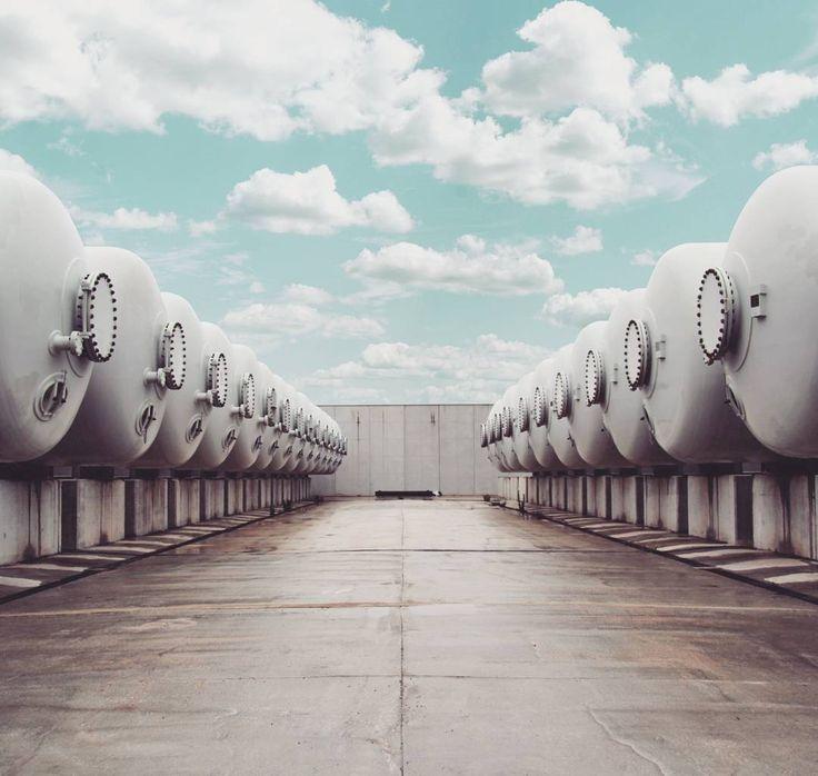 La desaladora de Torrevieja es una instalación pionera en el desarrollo de elementos de eficiencia energética. Concebida con criterios de sostenibilidad económica, ambiental y social, cubre un déficit de riego en la zona regable de trasvase Tajo-Segura de 60 Hm3/año y un déficit de abastecimiento en la 'Vega Baja Oeste' de 20 Hm3/año.