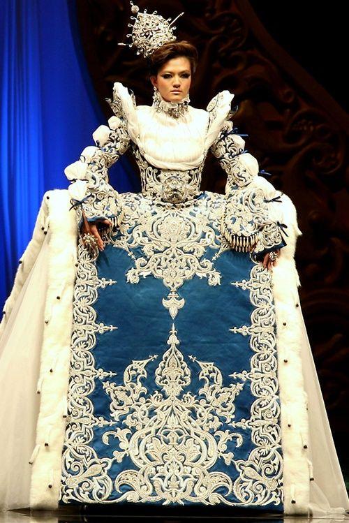 Guo Pei Fashion The Arabian Night Haute Couture show OMG!