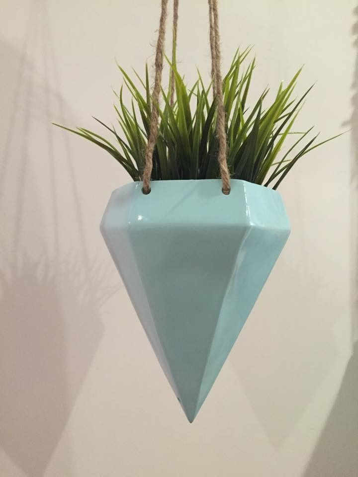 A diamond drop design holding your favourite herbs, cactus and succulents makes this stunning Resin Kite Hanging Planter. Available in 4 different colours. Shop in-store or online now!