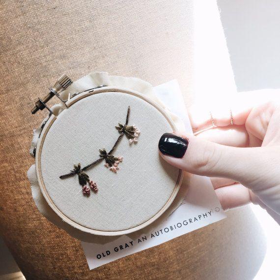 Aro de bordado de la flor / arte del bordado por ThreadsInstead