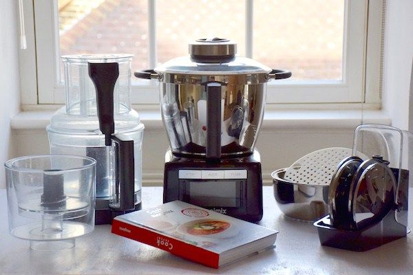 Je dois l'avouer, j'étais plutôt une sceptique des robots-cuiseurs. J'ai craqué pour le Magimix Cook Expert et je vous donne mon avis sur ce super robot chauffant qui m'a conquise!