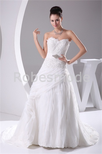 Robe de mariée A-ligne ornée d´appliques et de broche en satin et ...