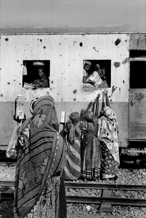 A scene at the Holl Holl station in Djibouti.  Ph: © Raymond Depardon/Magnum Photos, 1995.