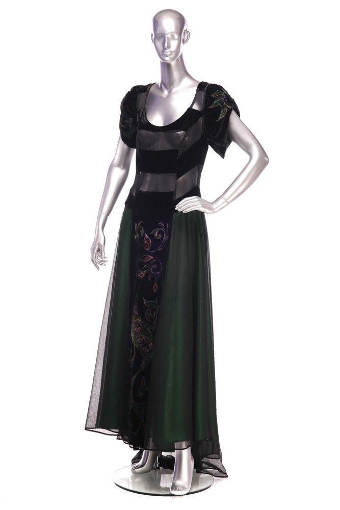 Veil and velvet dress Order by phone : +40727 781 988