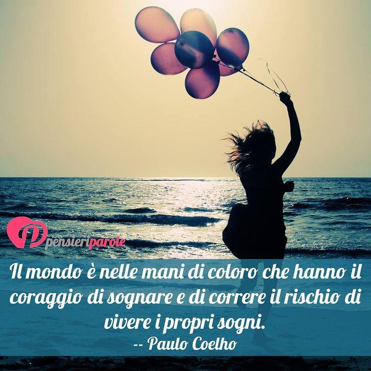 Il mondo è nelle mani di coloro che hanno il coraggio di sognare e di correre il rischio di vivere i propri sogni. -- Paulo Coelho #sogni #citazioni #frasi #vita