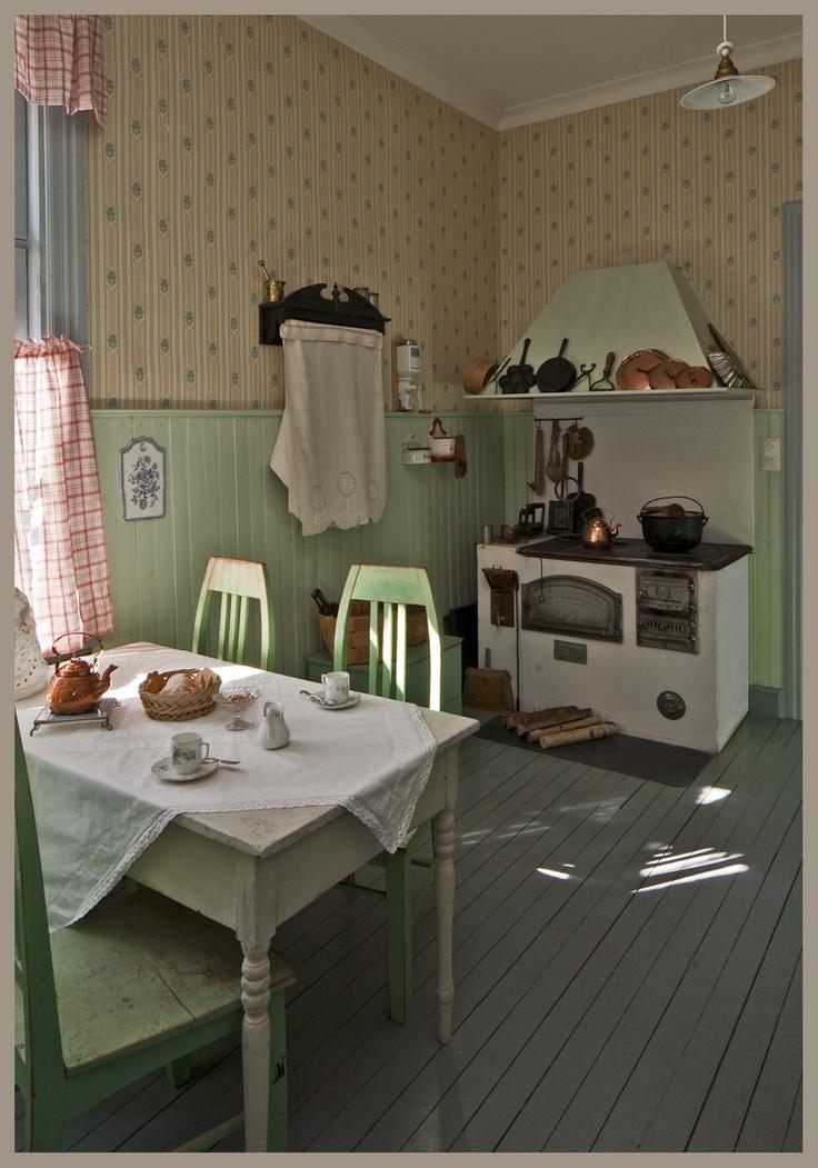 Kaupunginmuseon perusnäyttelyn keittiö on 1900-luvun alusta. / A typical kitchen from the beginning of 20th century. Heinola Town Museum, basic exhibition. Heinola, Finland. Photo: Jorma Judén
