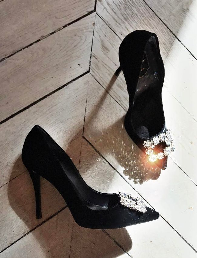 Wanted : des escarpins de princesse chic ! (escarpins Roger Vivier - photo Camille Charrière)