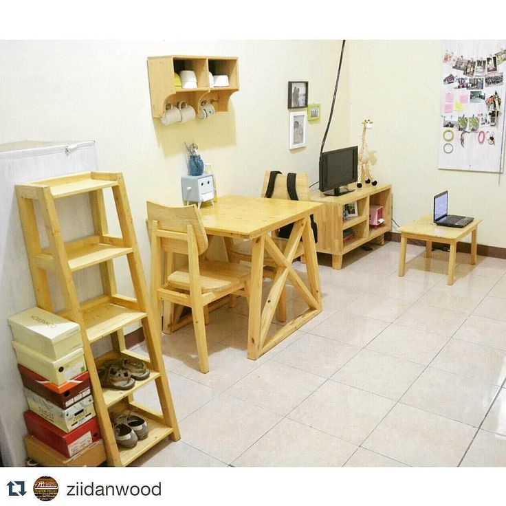 Kamar kos cuma bisa buat tidur saja? Kata siapa? Pasti belum pernah buka IG nya @ziidanwood ya.. Yuk konsultasi sama pakarnya buat ngakalin kamar kos kamu pake furnitur asiknya  #Repost @ziidanwood with @repostapp.  Yeayyy  . . #ziidan #ziidanwood #rumah #furniture #natural #pinewood #recycle #recycled #wood #woodwork #rumahcantik #jogja #cantik #myhome #love #room #woodworking #kerajinan #kayu #kamar #room #interior #design by megarizkiana