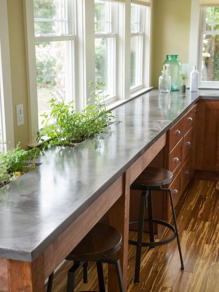 Küchentheke an die Wand geführt mit integrierten Pflanzenkübeln