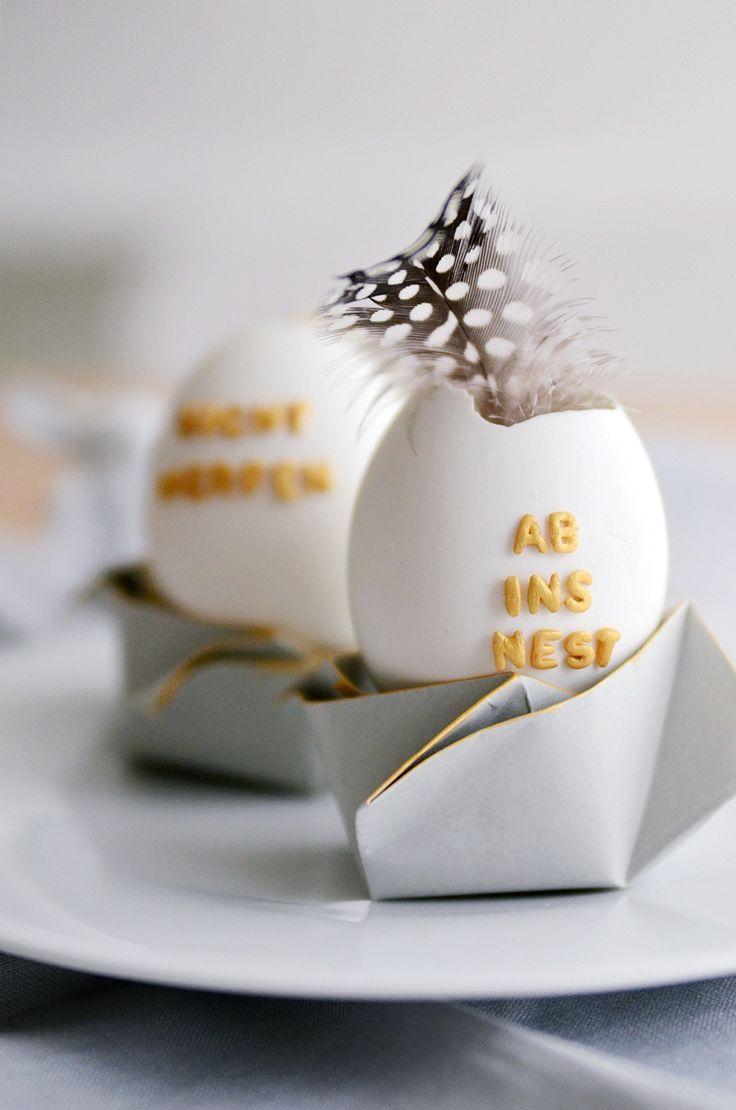 Kleine Förmchen für Pralinen u. ä. und Buchstabennudel-Eier