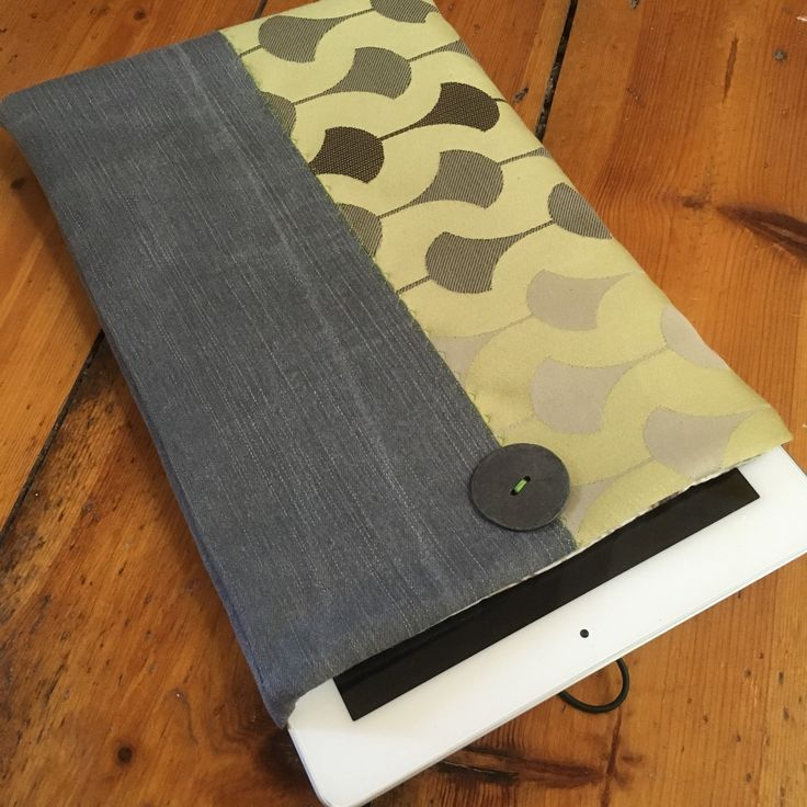 Soft case for iPad/tablet, made from upcycled fabrics 💚