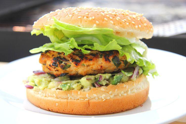 Burger z kurczakiem, chili-jalapeno i serem cheddar: Ten przepis na hamburgera z mięsem z kurczaka i chili jest po prostu genialny! Wypróbuj go koniecznie! ;)