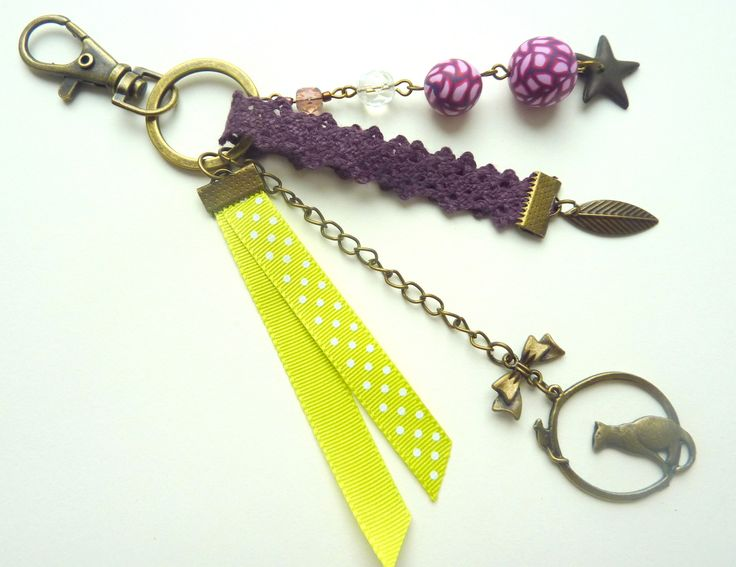 bijou de sac bronze, violet et vert, perles, rubans et breloques : Autres bijoux par l-atelier-des-p-tites-fantaisies