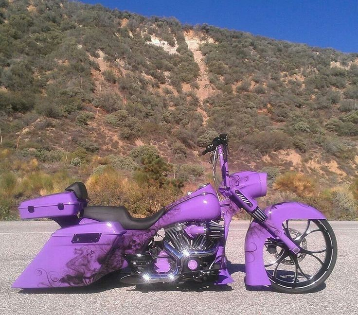 Custom Harley Davidson Bagger. Dont like purple really but it actually looks awesome on this bike!